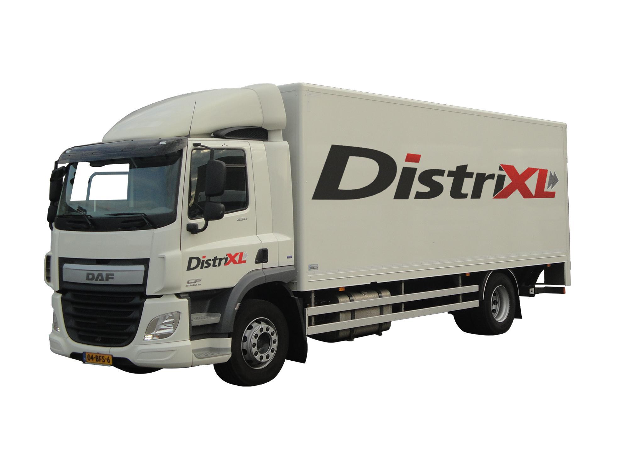 Witte DAF truck met DistriXL logo's
